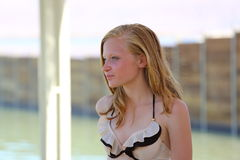 Adolescente en el mar Imagen de archivo