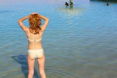 Adolescente en el mar Fotografía de archivo