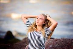 Adolescente en el mar Fotografía de archivo libre de regalías