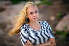 Adolescente en el mar Imagenes de archivo