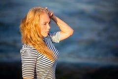 Adolescente en el mar Foto de archivo libre de regalías