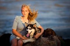 Adolescente en el mar Foto de archivo