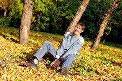 Adolescente en el parque Fotos de archivo