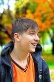 Adolescente en el parque Foto de archivo