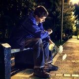 Adolescente en el parque de la noche Imágenes de archivo libres de regalías