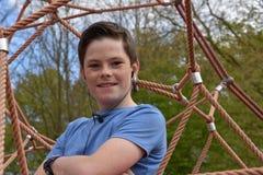 Adolescente en el patio Fotos de archivo libres de regalías