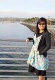 Adolescente en el puente Imagen de archivo libre de regalías