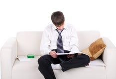 Adolescente en el sofá Imagen de archivo