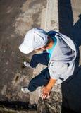 Adolescente en el tejado Imágenes de archivo libres de regalías