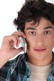 Adolescente en el teléfono Fotos de archivo libres de regalías