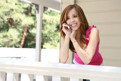 Adolescente en el teléfono Imágenes de archivo libres de regalías
