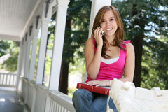 Adolescente en el teléfono Imagenes de archivo