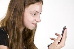 Adolescente en el teléfono celular Imagen de archivo libre de regalías