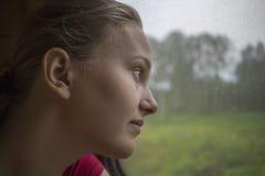 Adolescente en el tren Fotografía de archivo
