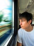 Adolescente en el tren Imagenes de archivo