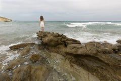 Adolescente en el vestido blanco Fotos de archivo
