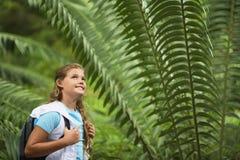 Adolescente en excursion sur le terrain Photos stock