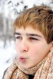 Adolescente en helada dura Foto de archivo