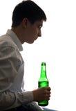 Adolescente en la adicción al alcohol Fotografía de archivo