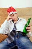Adolescente en la adicción al alcohol Fotografía de archivo libre de regalías