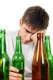 Adolescente en la adicción al alcohol Imagen de archivo