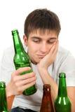 Adolescente en la adicción al alcohol Foto de archivo libre de regalías