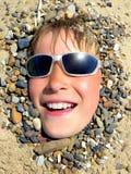 Adolescente en la arena Fotos de archivo