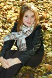 Adolescente en la caída Foto de archivo