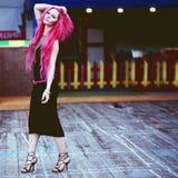 Adolescente en la calle Imagen de archivo