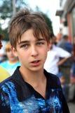 Adolescente en la calle Foto de archivo