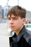 Adolescente en la calle Imágenes de archivo libres de regalías