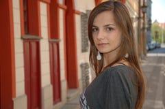 Adolescente en la ciudad Foto de archivo libre de regalías