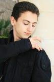 Adolescente en la columna Foto de archivo