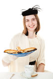 Adolescente en la fiesta del té con las galletas Imagen de archivo