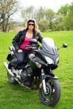Adolescente en la moto Imagenes de archivo