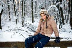 Adolescente en la nieve Fotografía de archivo