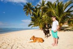 Adolescente en la playa Fotos de archivo libres de regalías