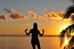Adolescente en la puesta del sol Imágenes de archivo libres de regalías