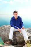 Adolescente en la roca Imagen de archivo libre de regalías