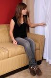 Adolescente en la ventana Foto de archivo libre de regalías