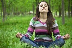 Adolescente en la yoga Imagenes de archivo