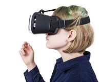 Adolescente en las auriculares de VR aisladas en blanco Fotos de archivo libres de regalías