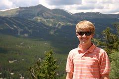 Adolescente en las montañas Fotografía de archivo