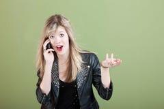 Adolescente en llamada de teléfono Imagen de archivo