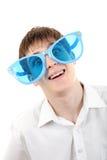 Adolescente en los vidrios de Big Blue Imágenes de archivo libres de regalías