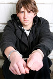Adolescente en manillas Imagen de archivo libre de regalías