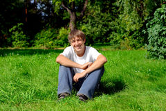 Adolescente en parque Fotografía de archivo libre de regalías