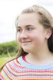 Adolescente en parque del verano Fotografía de archivo