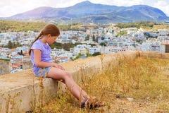 Adolescente en Rethymno, Creta Imagen de archivo libre de regalías