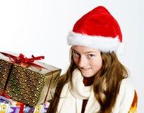 Adolescente en retrato rojo de la Navidad del sombrero de santa Fotografía de archivo libre de regalías